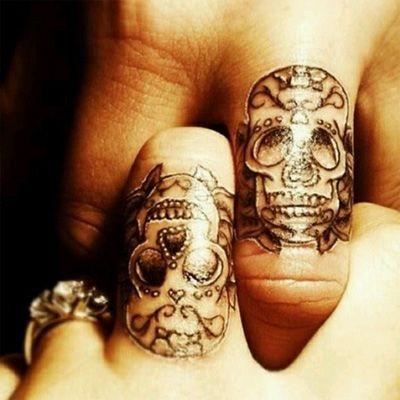 32 der besten paare tattoos die sie je gesehen haben. Black Bedroom Furniture Sets. Home Design Ideas