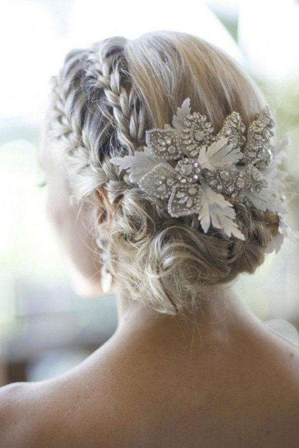 hair,bridal accessory,bridal veil,clothing,hairstyle,
