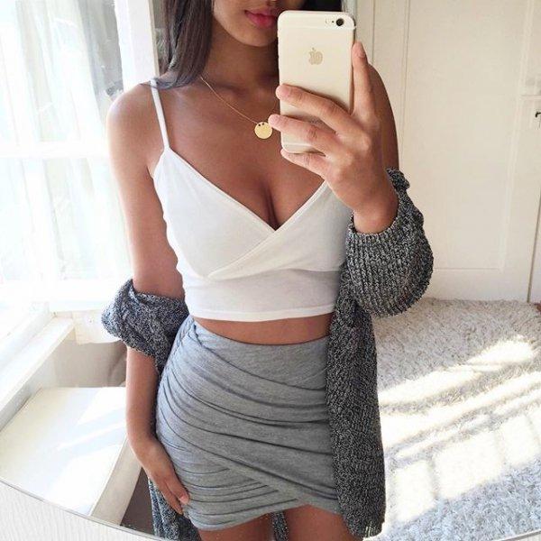 clothing, leg, thigh, abdomen, miniskirt,