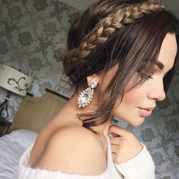 hair, clothing, hairstyle, bridal accessory, long hair,