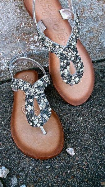 footwear,shoe,leg,jewellery,fashion accessory,