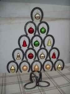 18 horseshoe christmas tree 37 horseshoe crafts to try for Horseshoe christmas art