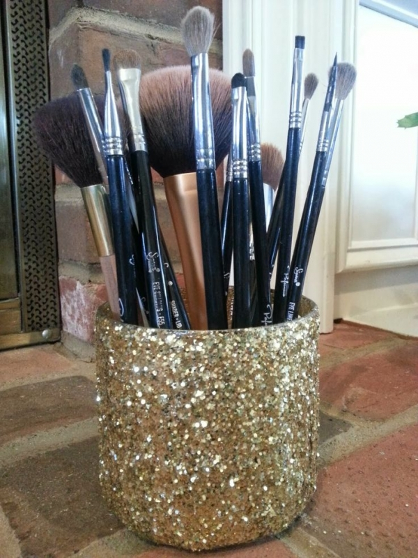 Easy DIY Makeup Brush Holder
