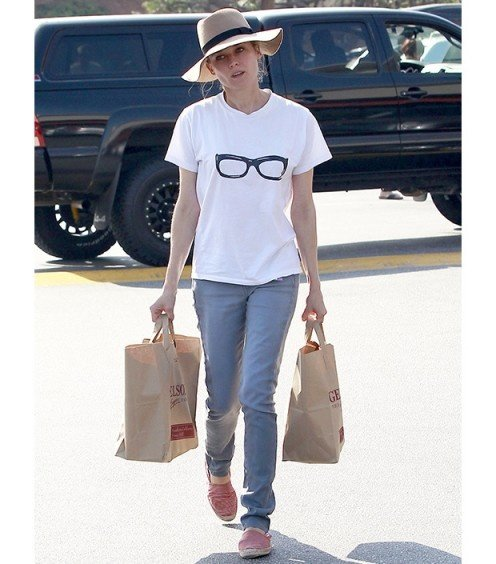 Diane Kruger Knows a Floppy Hat is Ideal for a Shopping Trip