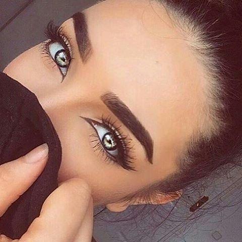 eyebrow,face,eyelash,nose,eye,
