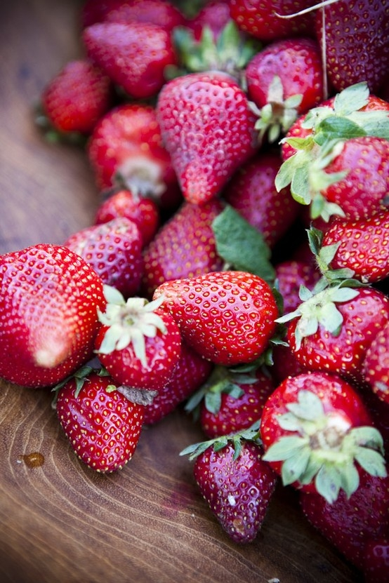 how to clean strawberries and keep them fresh