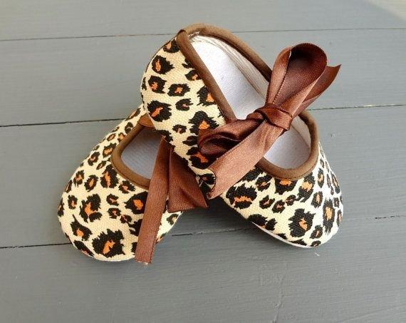 footwear,shoe,brown,leg,fashion accessory,