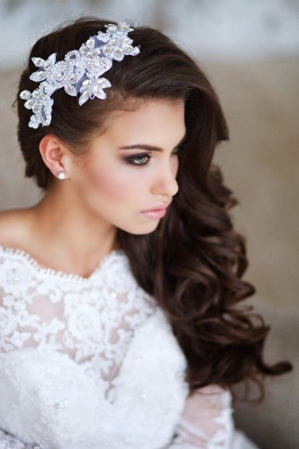hair,clothing,bride,bridal accessory,wedding dress,