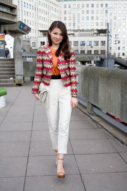 2. Prints - 9 Fab Street Style Ways to Wear White Pants ... → 🎒…