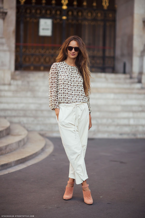 6. Slouchy - 9 Fab Street Style Ways to Wear White Pants ... → 🎒…