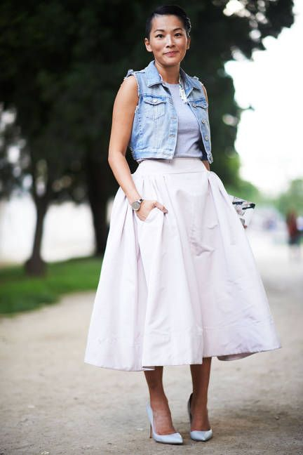 13 Street Style Ways to Wear the Midi Skirt ... → 🎒 Streetstyle