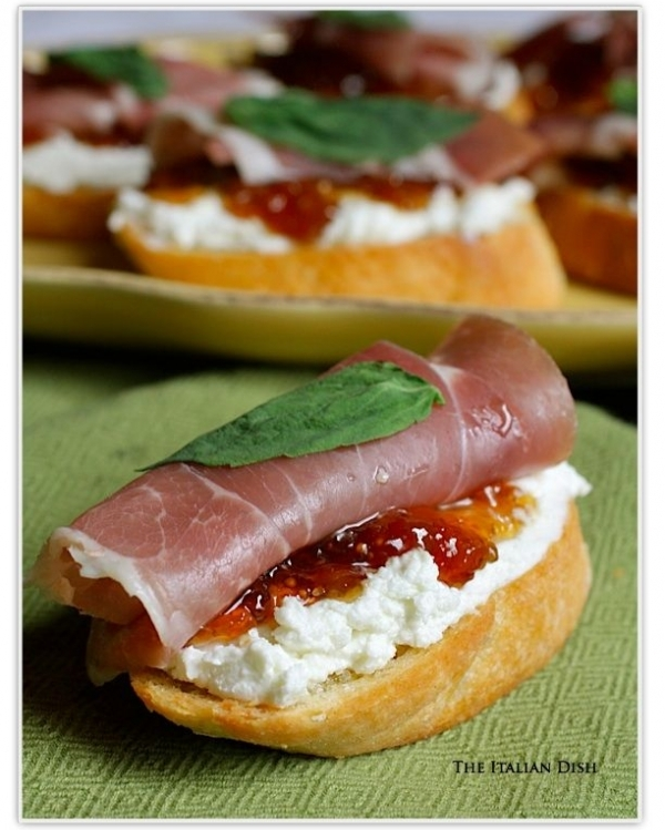 Crostini with Prosciutto, Goat Cheese and Fig Jam - 40 Party…