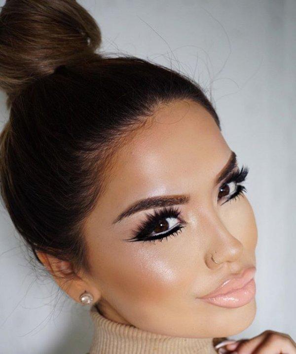 clothing, hair, hairstyle, eyebrow, forehead,