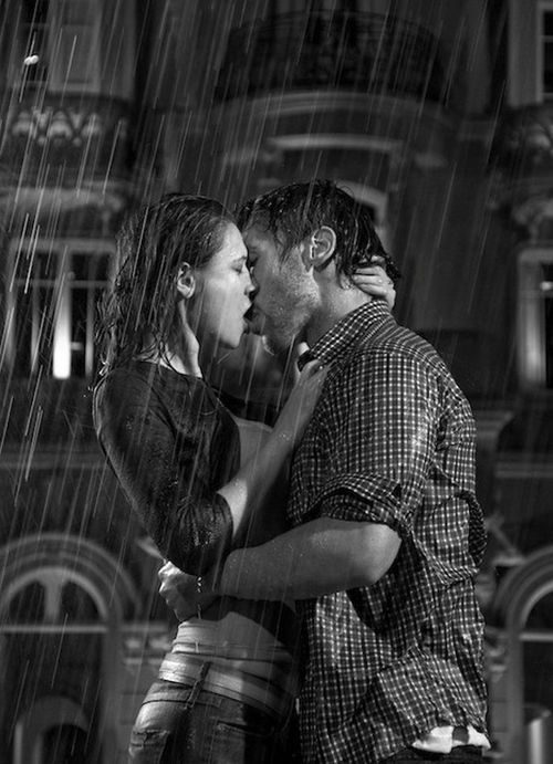 boy and girl kissing in the rain № 200471
