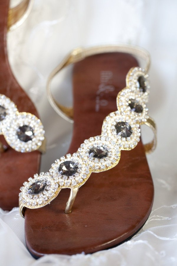 footwear,brown,jewellery,shoe,fashion accessory,