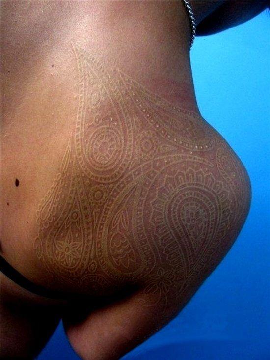 Voici 24 tatouages tribaux que vous avez voir pour le croire - Tatouage blanc sur peau noir ...