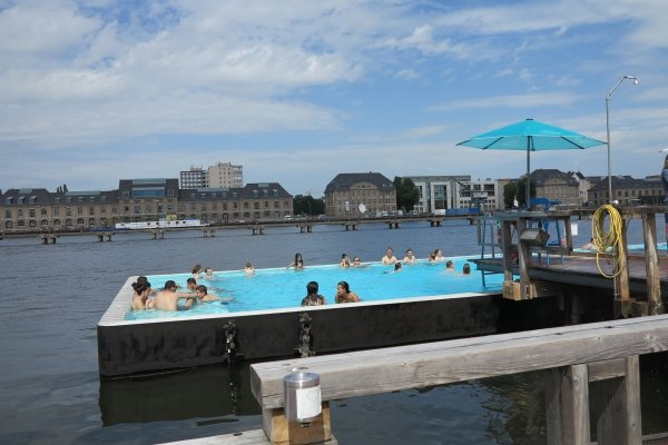 badeschiff berlin germany 7 of the world 39 s coolest swimming. Black Bedroom Furniture Sets. Home Design Ideas