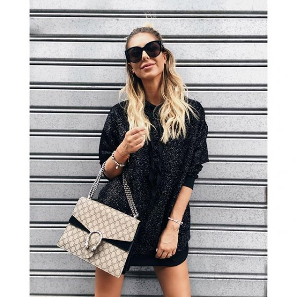 clothing, outerwear, fur, sleeve, fashion accessory,