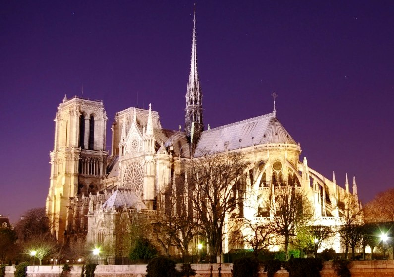 20070114115153!Notre_Dame_de_Paris_by_night_time