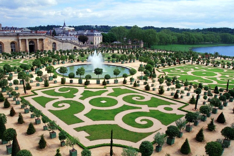 Enjoy in Versailles