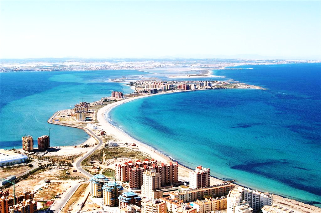 La manga 8 sizzling spanish summer destinations for Vacation spots for march