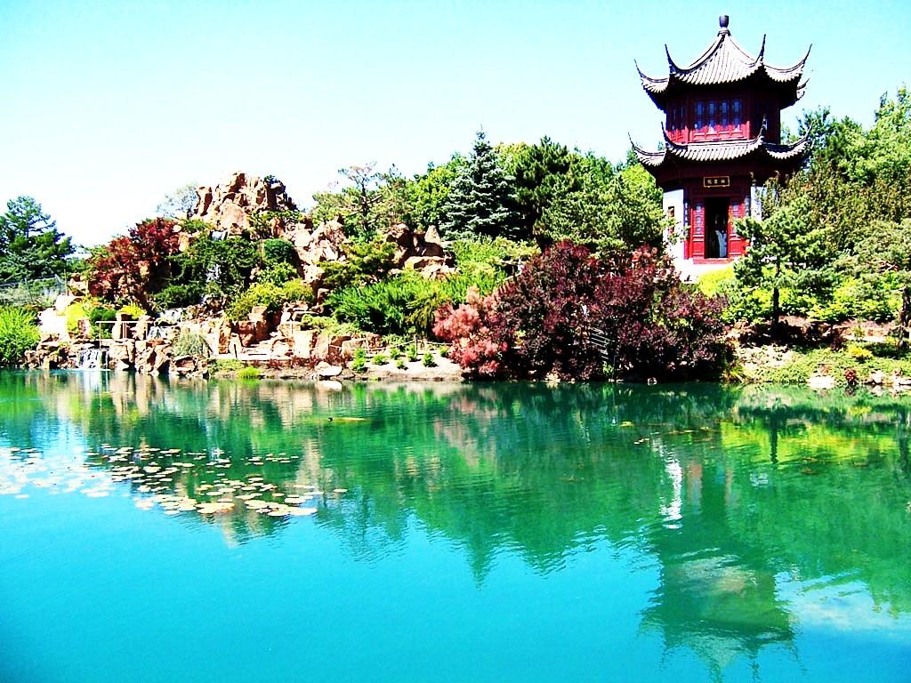 Jardin botanique de montr al 9 monumental places to go in for Botanique jardin