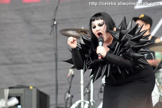 Photos Of 'Gossip' at Wireless Festival 2010