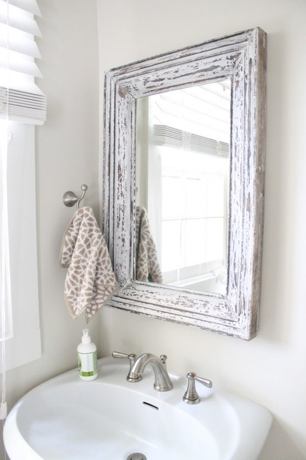 Hang a fancy mirror 7 chic ideas for redecorating your for Redecorating a small bathroom