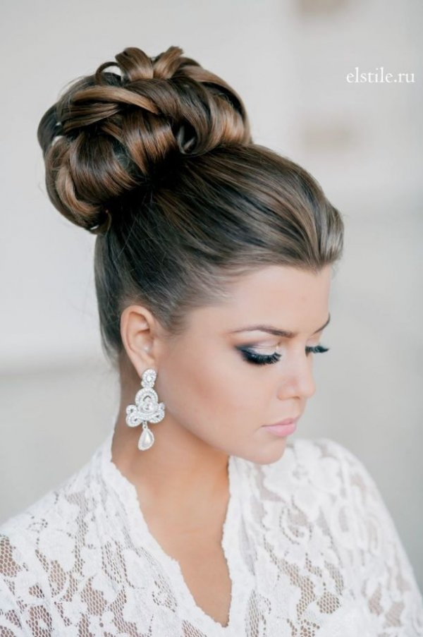hair,hairstyle,bridal accessory,long hair,brown hair,