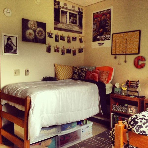 Use Wall Space Wisely so You Don't Have a Cluttered Room