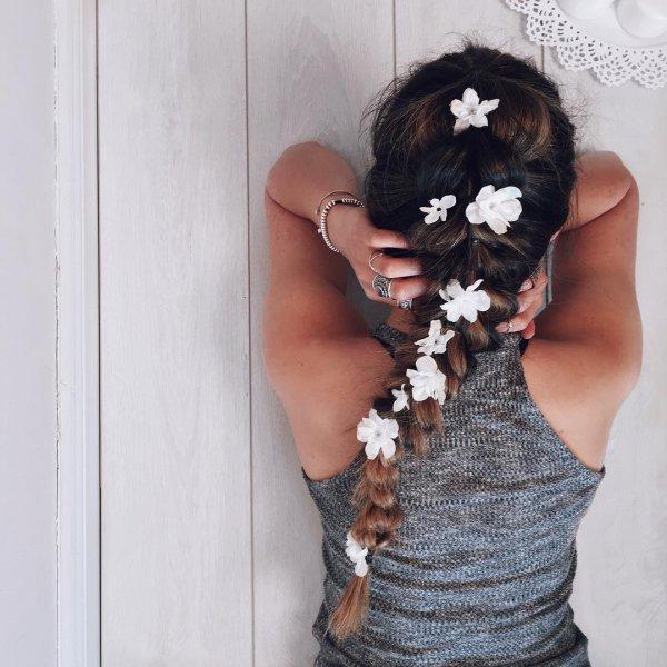 hair, clothing, beauty, hairstyle, organ,