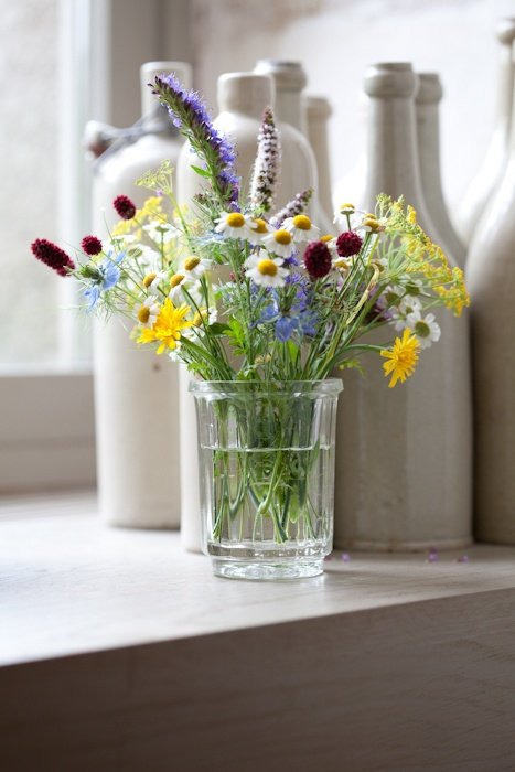 Simple Flower Arrangements Can Bring Color to Any Corner