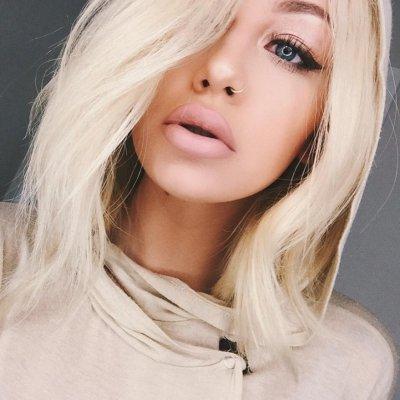 hair, human hair color, blond, face, facial expression,