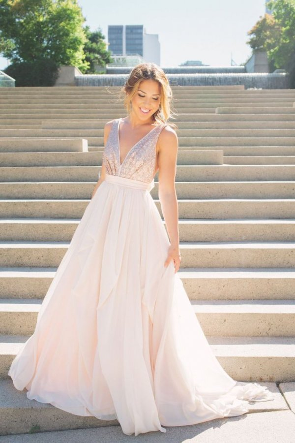 Say i do to these 7 gorgeous non white wedding dresses for Wedding dress for beach ceremony