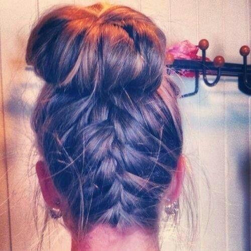 hair,hairstyle,hair coloring,long hair,forehead,
