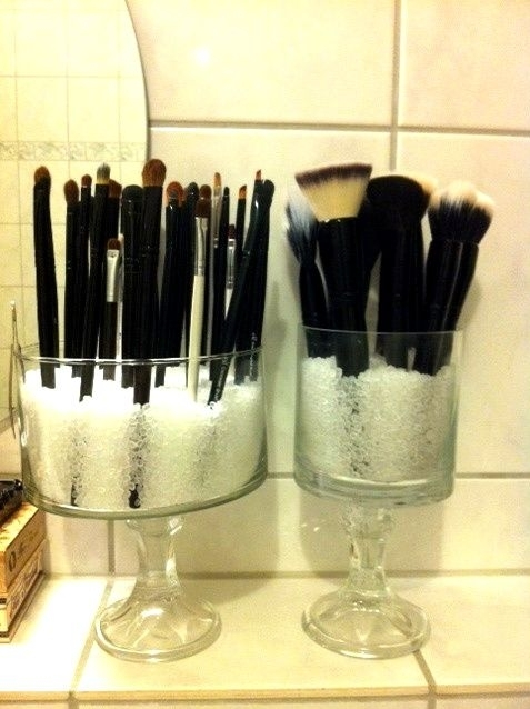 25. DIY Dollar Store Makeup Brush Holder - Amazing ...