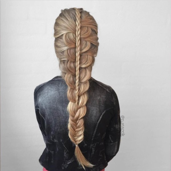 hair,sculpture,hairstyle,head,braid,