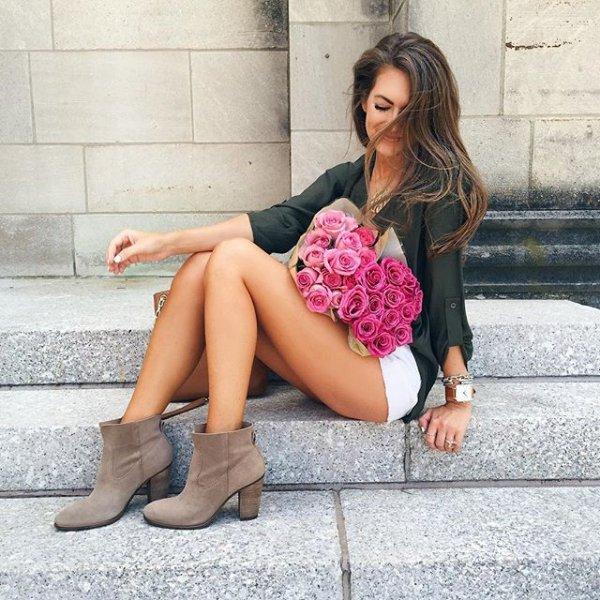 clothing, human positions, footwear, leg, thigh,