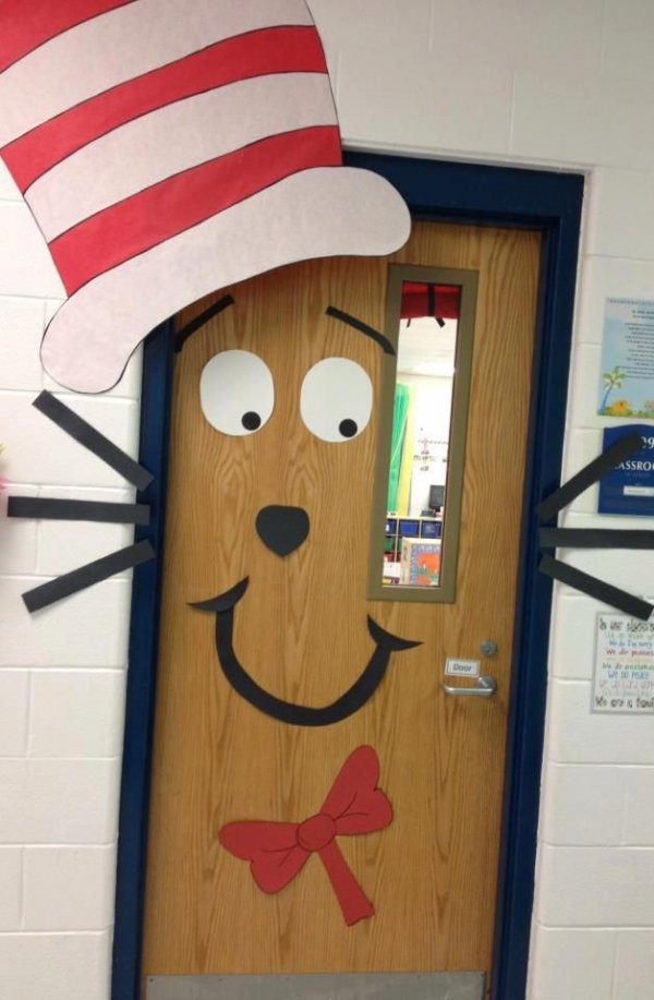Classroom door decorations 42 totally great dr seuss for Cat in the hat bedroom ideas