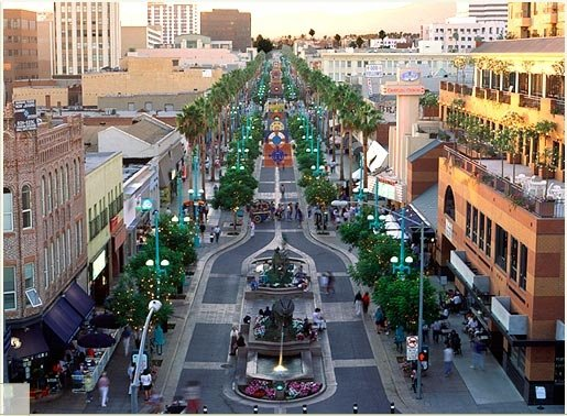 There are dozens of Santa monica shops, national stores, name brand clothing and shoe retailers - virtually everything under the sun - at the Santa Monica Promenade.