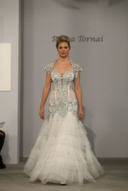 4 Sparkly Wedding Gowns That Will Keep You Shining....