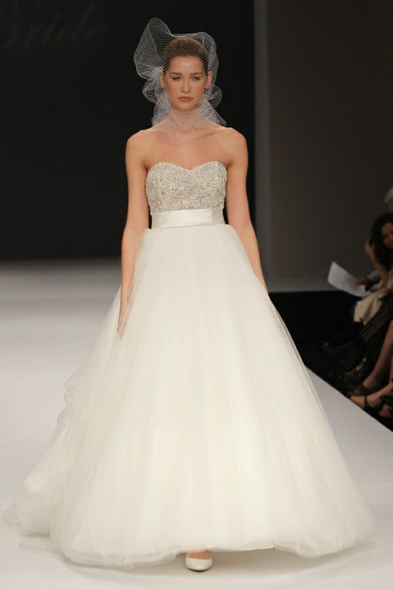 8 fab wedding gown trends for summer 2012 for Wedding dress badgley mischka