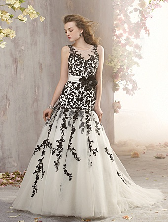 7 gorgeous alfred angelo wedding dresses for Alfred angelo black and white wedding dress