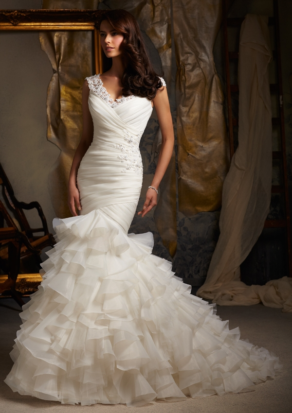 7 playful ruffle wedding dresses for Wedding dresses with ruffles