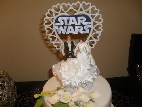 7 quirky wedding cake toppers star wars geeks junglespirit Gallery