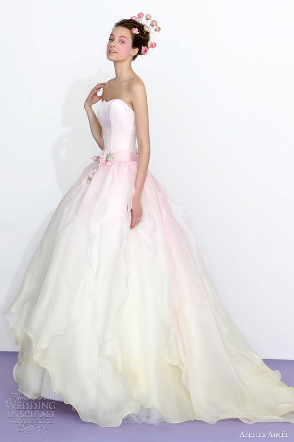 What\'s Your Feeling About Colored Wedding Dresses? : weddingplanning