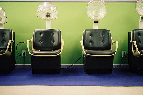 Their workspace is clean 10 signs it 39 s a good beautician for Salon workspace