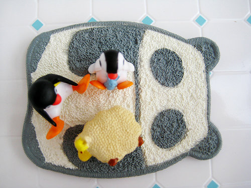 A small rug 8 great toys for your cat you can make for Kitten toys you can make