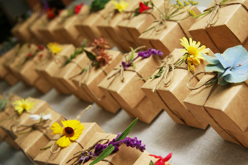 let table decorations be used as neat table favors