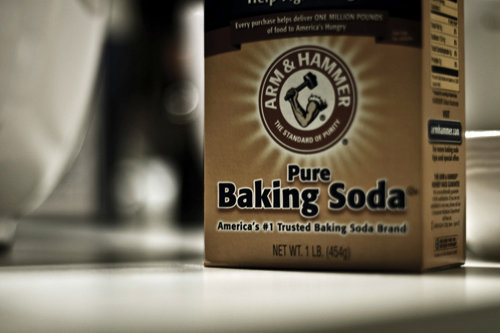 Use Baking Soda to Get Burnt Stuff from the Bottom of a Pan